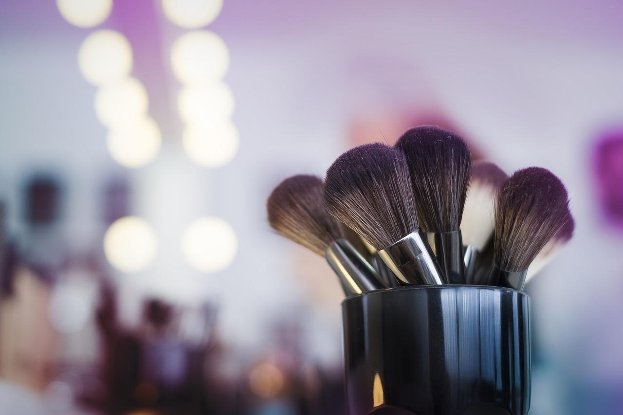Blog Makeup Artist Mugs